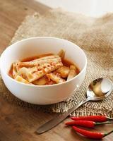 kaeng som - soupe épicée, cuisine thaïlandaise photo