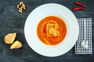 le curry rouge le plus populaire (authentique cuisine thaïlandaise) photo
