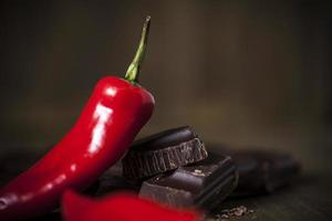 riche chocolat noir et piment rouge épicé photo