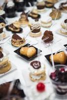 buffet de pâtisseries italiennes photo