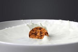 biscuit tombant dans le lait