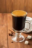 tasse de café sur bois photo