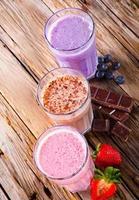 Milk-shake frais sur bois