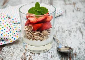 yaourt aux fraises avec muesli