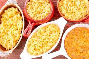 conceptuel au-dessus vue rapprochée des macaronis au fromage photo