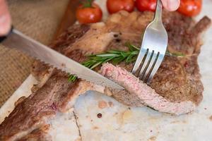 cuisson des steaks photo