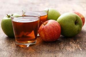verre de jus de pomme photo
