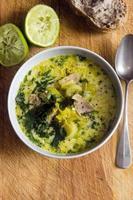 soupe au poulet et à la noix de coco