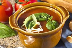 soupe à la tomate et au basilique