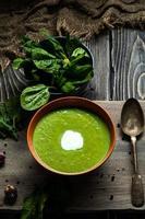 soupe aux épinards verts photo
