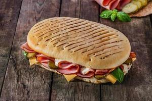 panini au jambon et fromage