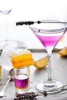 martini, lavande, miel, cocktail au citron photo