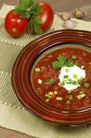 soupe de betteraves à l'ail et à la crème sure photo