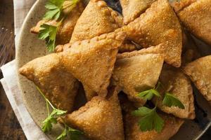 samoussas indiens frits maison photo