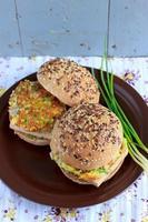 hamburgers de grains entiers avec tofu photo