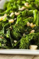 rabe de brocoli vert sauté maison