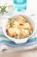 saumon au four sous sauce au fromage photo