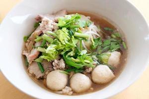 soupe de nouilles de porc photo