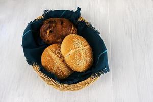 pain, pain au fromage, pain aux graines photo