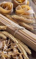 pâtes italiennes de blé entier avec des pointes photo