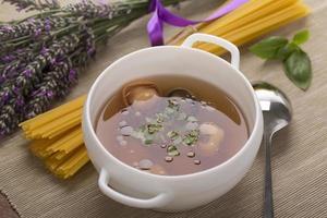 tortellini à la soupe de viande photo