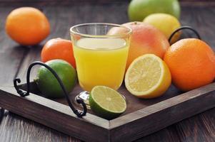 jus et fruits d'agrumes photo