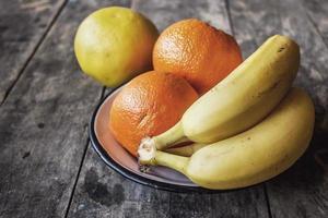 fruits sur table photo