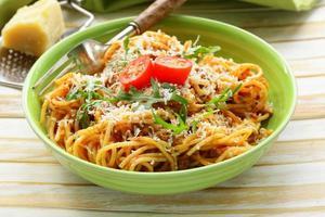 pâtes traditionnelles à la sauce tomate spaghetti bolognaise au parmesan