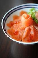 saumon sushi don photo
