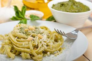 Ingrédients des pâtes au pesto au basilic traditionnel italien