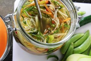 nouilles en pot aux légumes