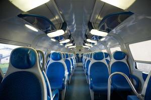 à l'intérieur du train