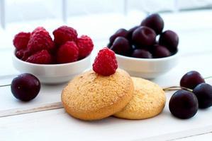 biscuits sablés et une tasse de café pour le petit déjeuner photo