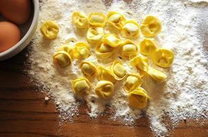 raviolis italiens à la ricotta et aux légumes photo