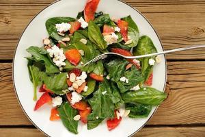 salade d'épinards et d'oranges sanguines au fromage cottage et aux arachides photo