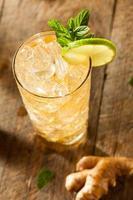 bière au gingembre doré rafraîchissante