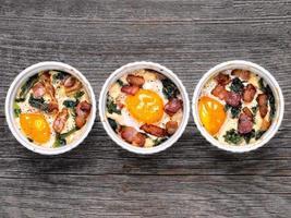 œuf en pot au four rustique photo