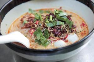 soupe de nouilles épicées asiatiques