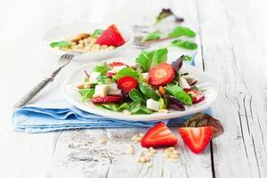 salade de printemps aux feuilles d'épinards