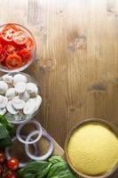 ingrédients du dîner de polenta photo
