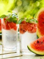 eau détox avec pastèque et menthe