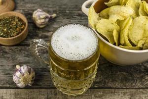 chips et bière photo