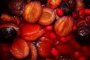 compote de prune et cornouiller photo
