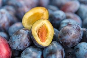 prunes fraîches