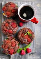 gâteaux au chocolat et aux framboises photo