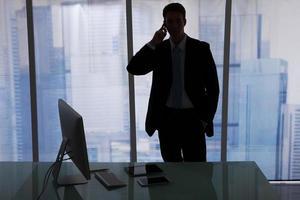 homme affaires, utilisation, téléphone portable, bureau photo