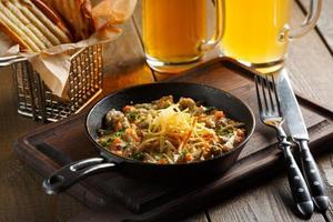 rôti aux champignons, sauce à l'ail photo