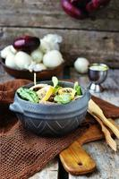 salade de poulet et petits pois.