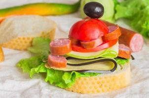 apéritif avec saucisse et légumes