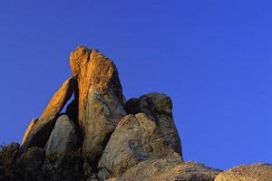coucher de soleil abstrait de rocher photo